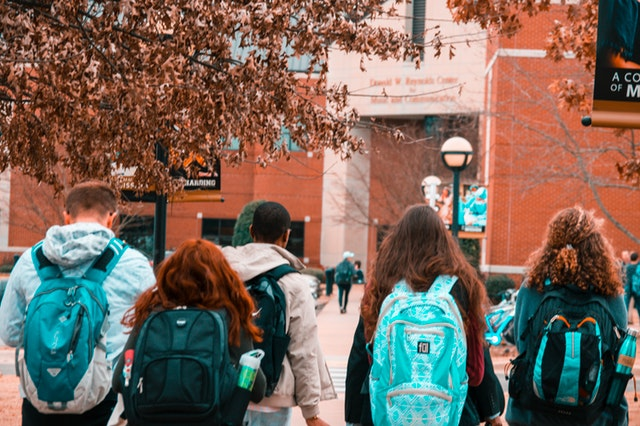 college students with backpacks