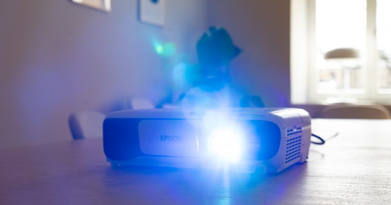 How to Choose a Projector for Classroom
